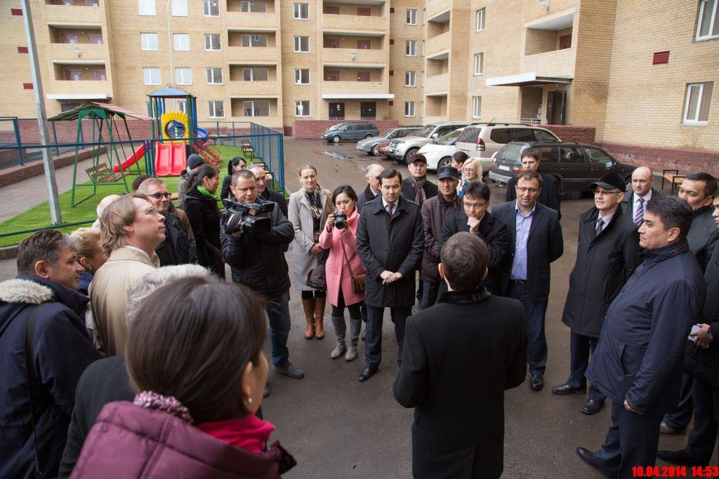 The Heads of diplomatic missions and international organisations visit to a new energy efficient  residential building, Karaganda, April 10, 2014